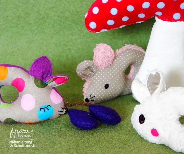 Produktfoto von Frau Scheiner zum Nähen für Schnittmuster Babyrassel Maus Fritzi