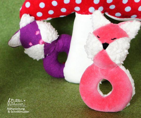 Produktfoto von Frau Scheiner zum Nähen für Schnittmuster Babyrassel Fuchs Fridolin