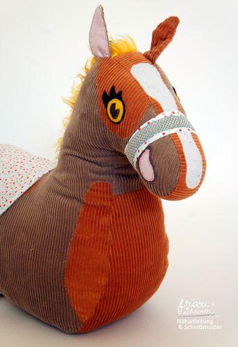 Produktfoto von Frau Scheiner zum Nähen für Schnittmuster Reittier Pferd
