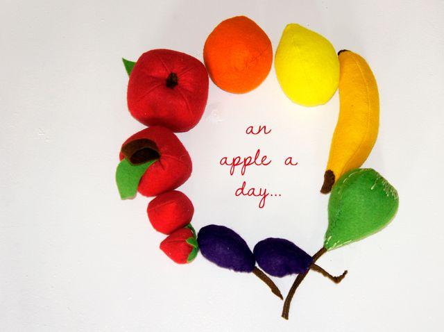 Produktfoto von Frau Scheiner zum Nähen für Schnittmuster Filz-Obst zum Spielen und Dekorieren