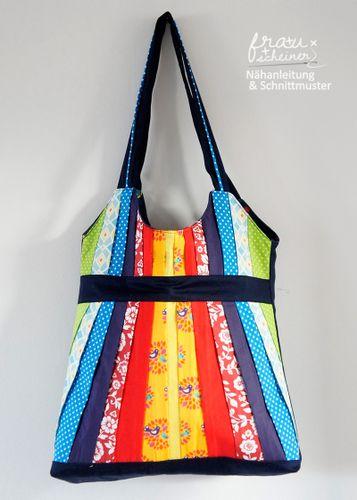 Produktfoto von Frau Scheiner zum Nähen für Schnittmuster Schultertasche mit Plisseeschleife