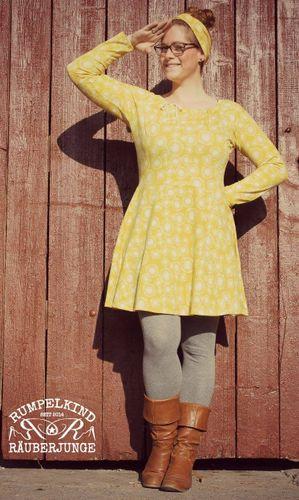 Produktfoto von Die wilde Matrossel zum Nähen für Schnittmuster Raglankleid Herbstgold