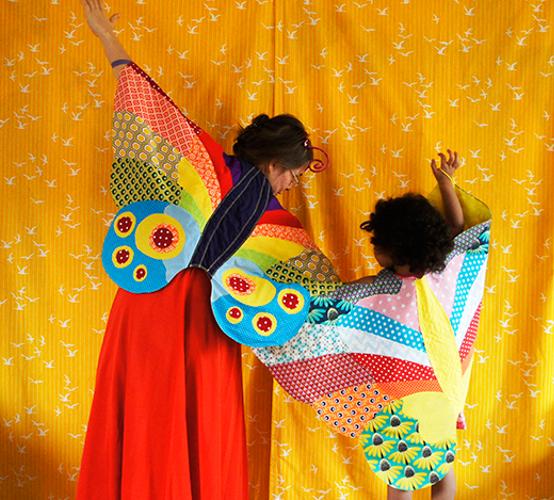 Produktfoto von Frau Scheiner zum Nähen für Schnittmuster Schmetterlingflügel-Umhang