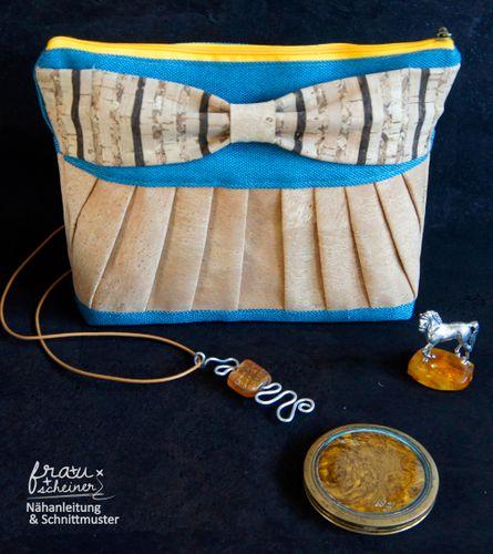 Produktfoto von Frau Scheiner zum Nähen für Schnittmuster Clutch mit Plissee und Schleife