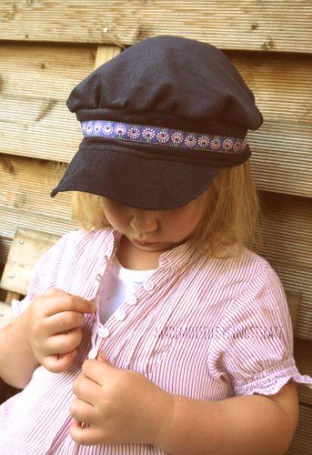Produktfoto von Mademoiselle Pfingstspatz zum Nähen für Schnittmuster Resi & Hannes