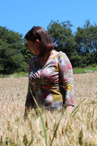 Produktfoto von einfach anziehend zum Nähen für Schnittmuster Kleid in Wickeloptik Leila