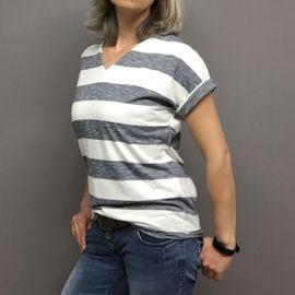 Foto zu Schnittmuster Basic-Shirt  mit  Ärmelaufschlag von Frau Schnitte