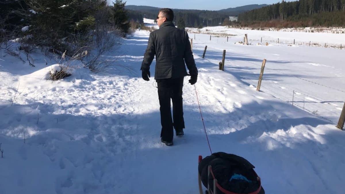 MS-Betroffener Carsten zieht Schlitten