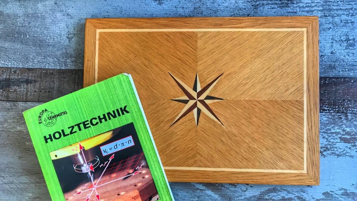 Holzbox und Buch