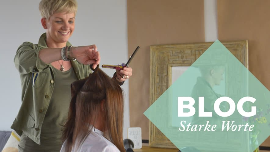 MS-Betroffene Steffi beim Haare schneiden