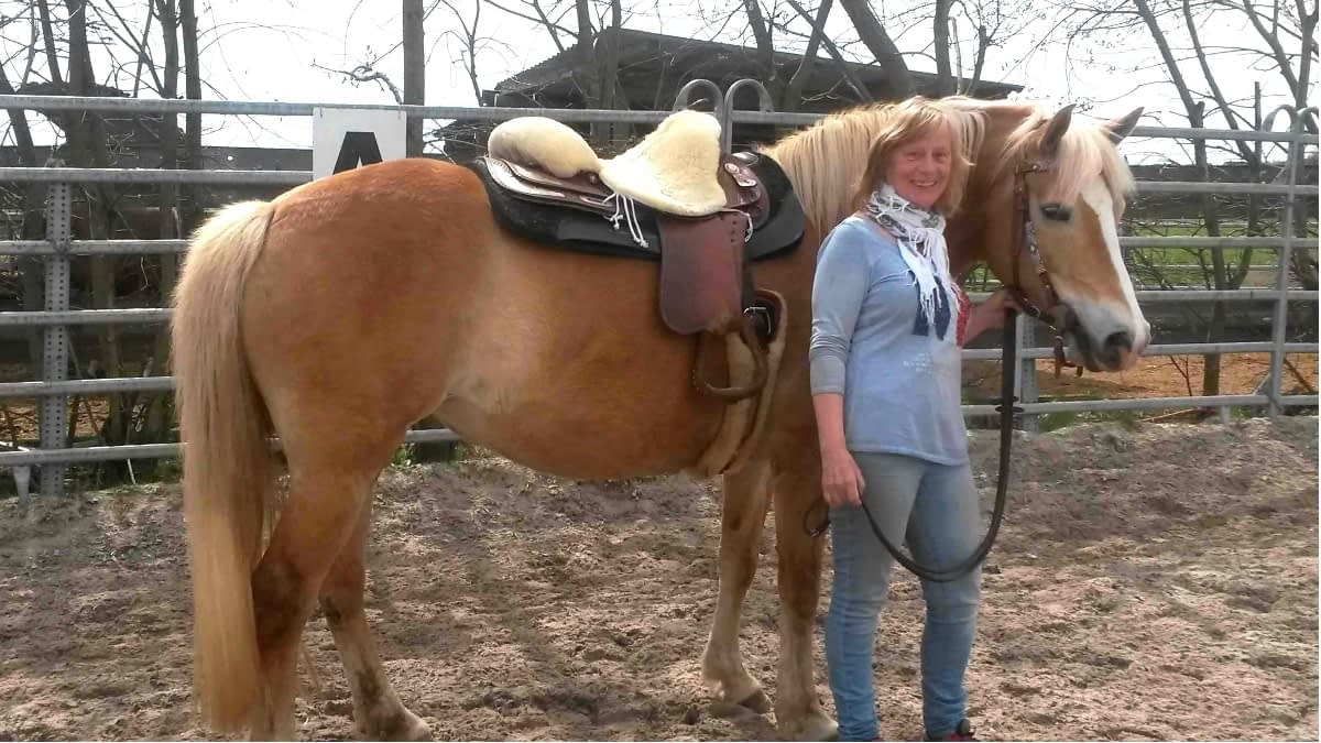 MS-Betroffene Sandra mit Pferd