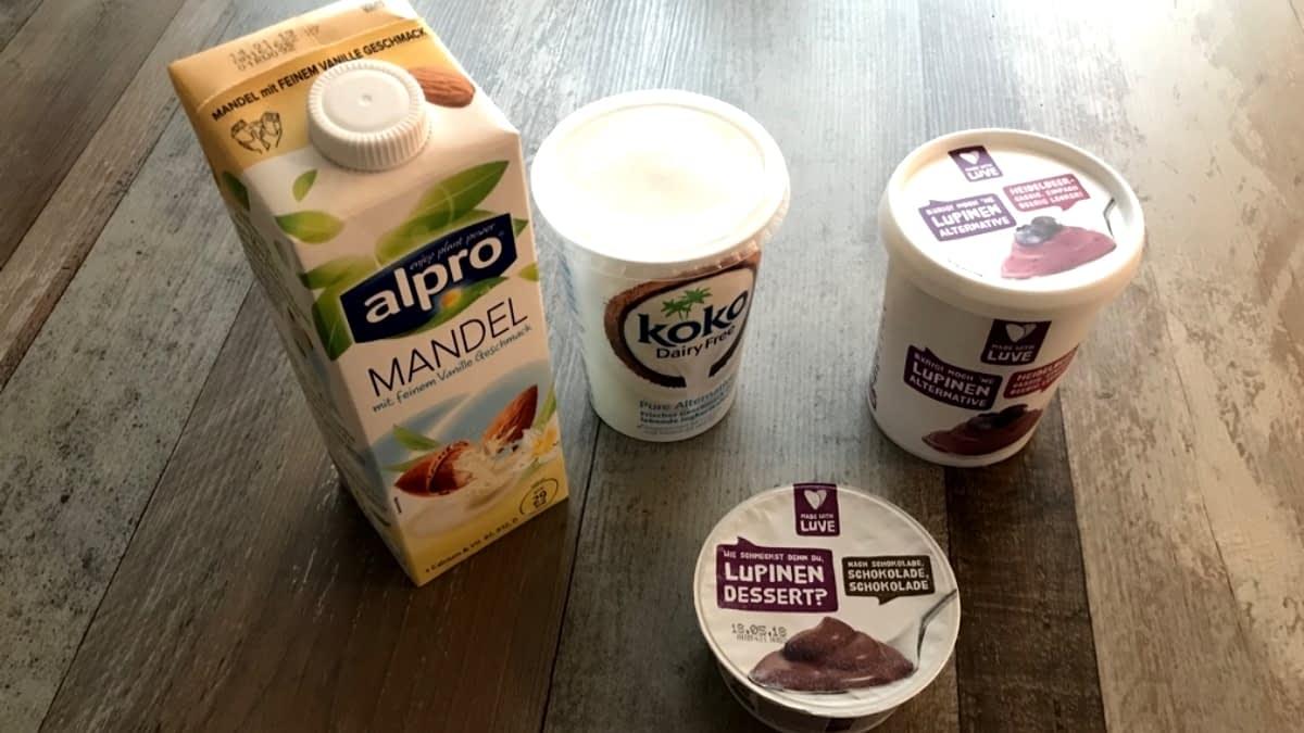 Mandelmilch, Kokos-Joghurt und Lupinen Pudding