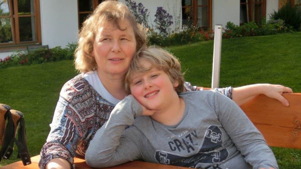 MS-Patientin Simone mit ihrem Sohn