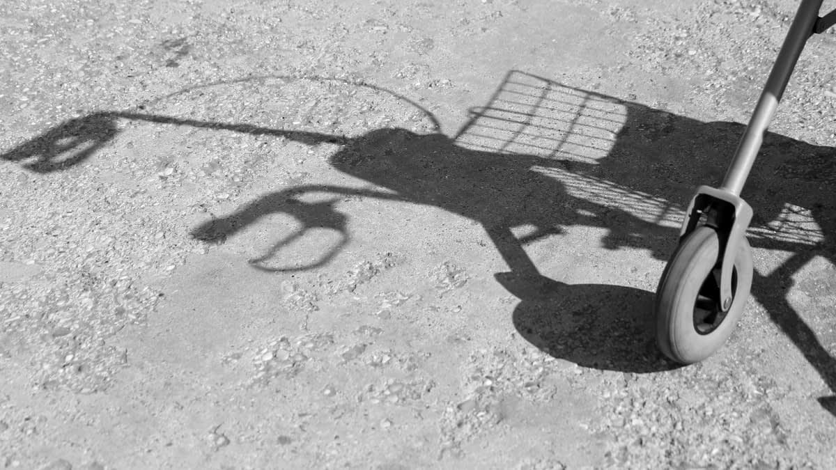 Schatten einer Gehhilfe