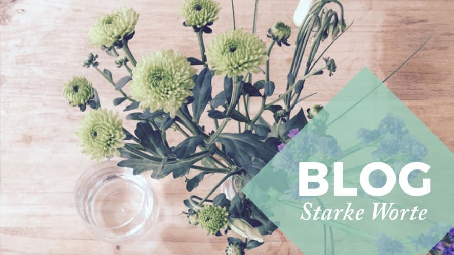 Blumen in Vase mit Blog-Raute