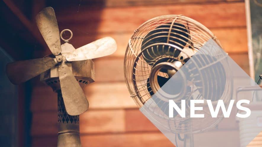 Ventilatoren vor brauner Hauswand
