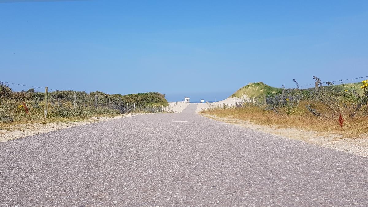 Eine Straße am Meer
