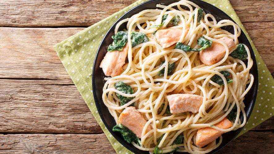 Pasta mit Spinat und Lachs