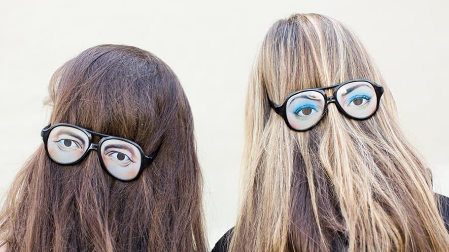 Witzige Sonnenbrillen mit Augenaufklebern