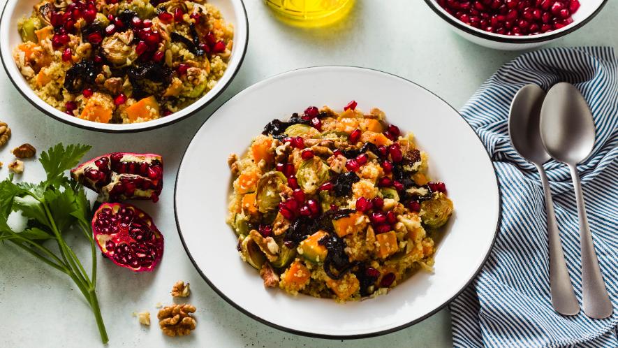 Herbstlicher Rosenkohl-Linsen-Salat mit Granatapfel-Dressing
