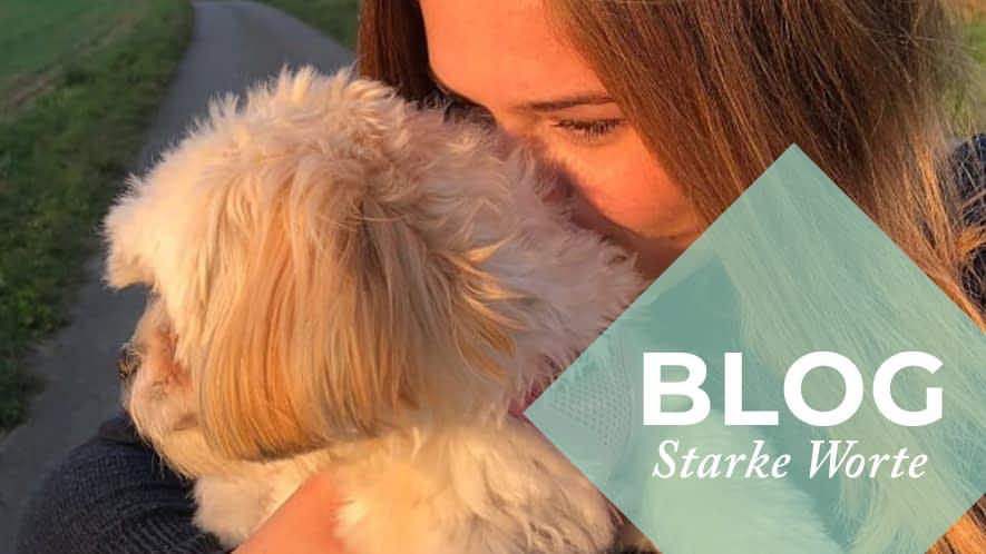 MS-Betroffene Lara mit ihrem Hund Bella