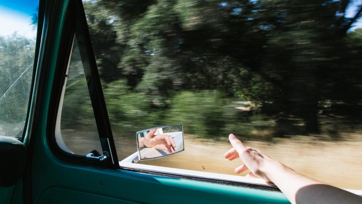 MS-Betroffener fährt im Auto
