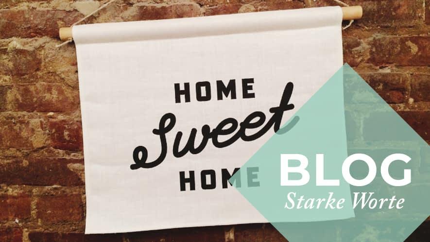 Schild mit Aufdruck Home sweet home