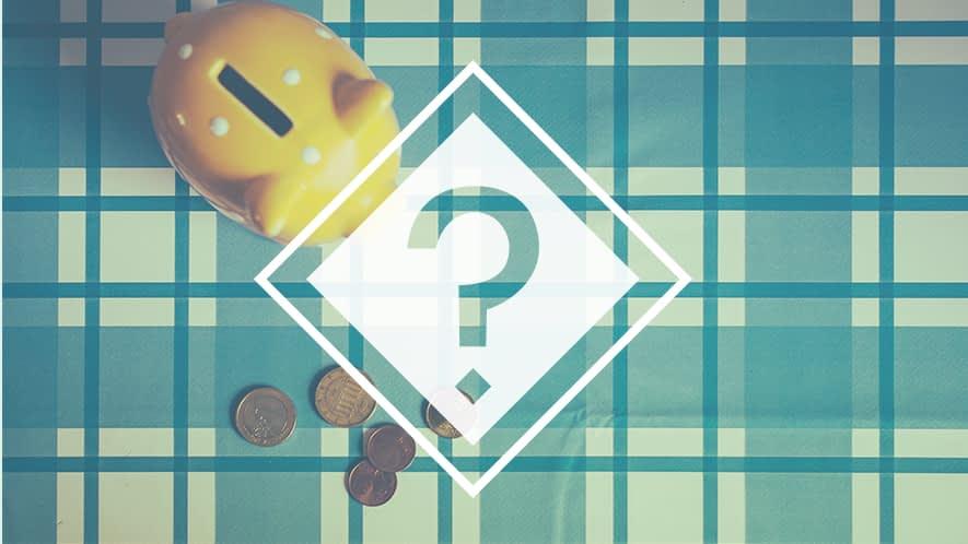Fragezeichen vor Sparschwein und Münzen