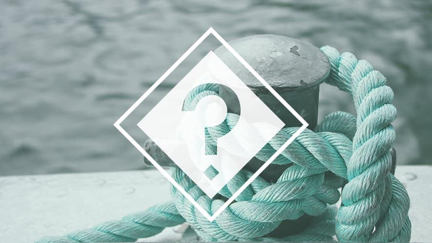 Fragezeichen vor fast verknotetem Seil