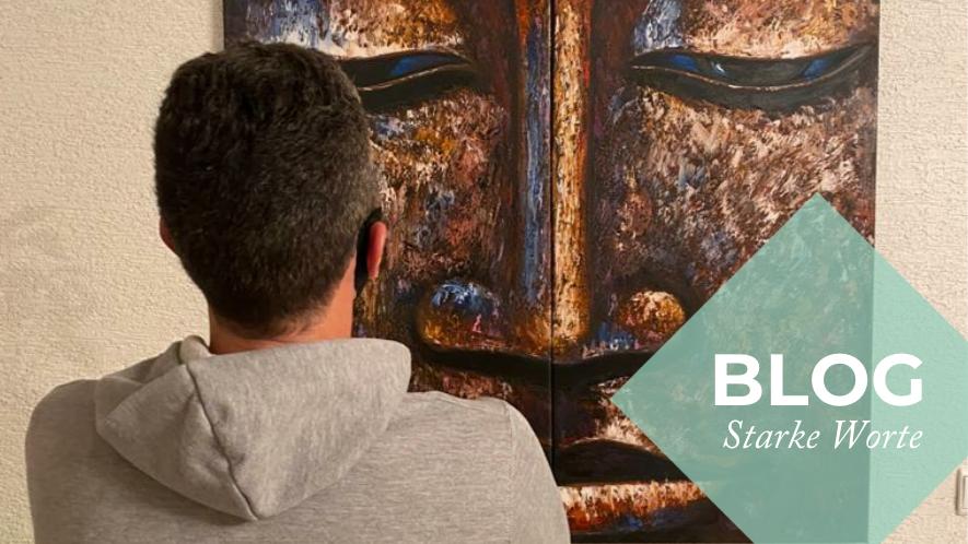 MS-Betroffener Carsten betrachtet ein Gemälde