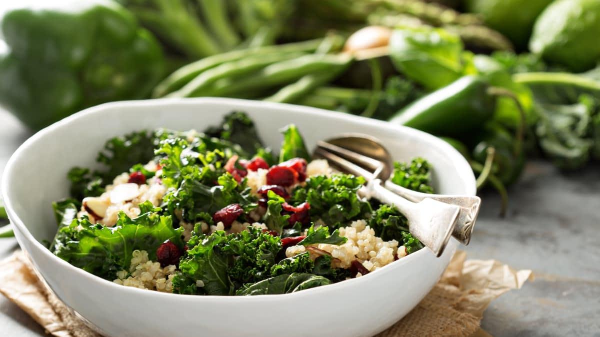 Grünkohl-Quinoa-Feta-Salat