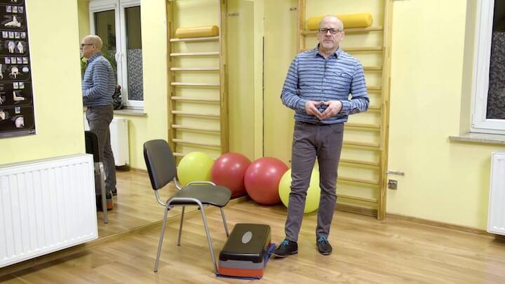 Ćwiczenia z krzesłem