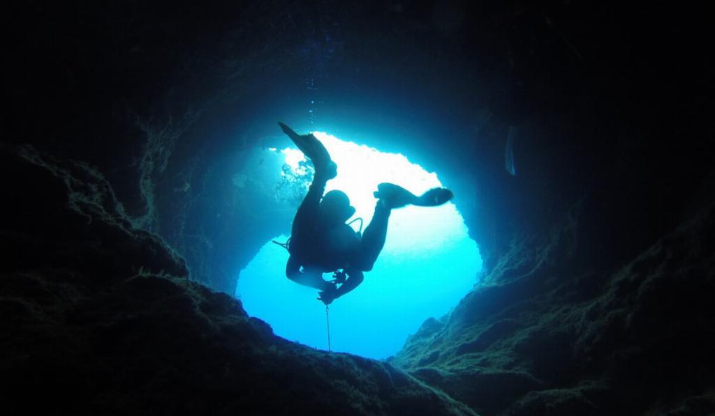 cave diving palau