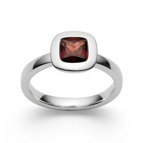 Ring aus Sterlingsilber mit feurig rotem Granat