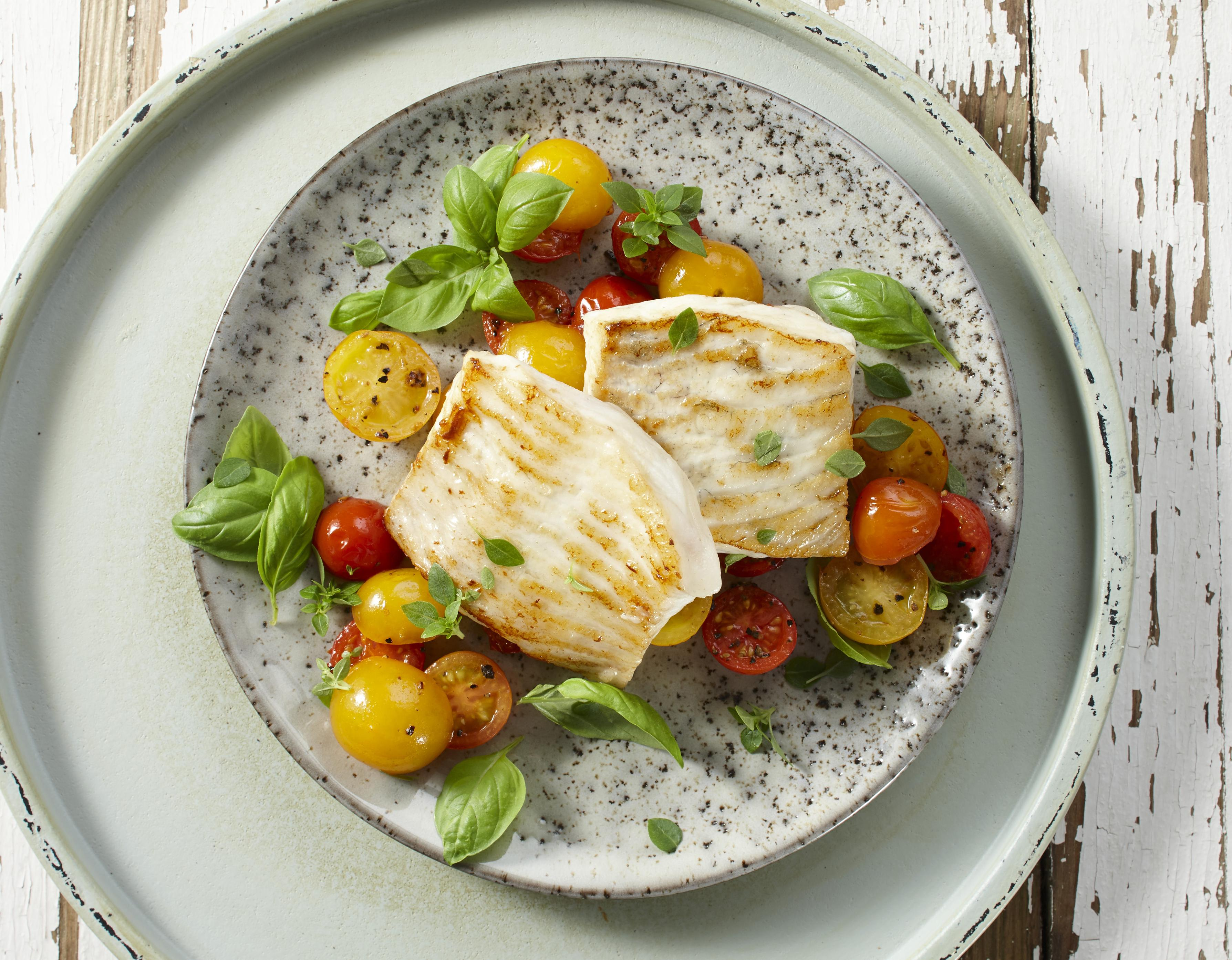 Steinbutt auf buntem Tomatensalat