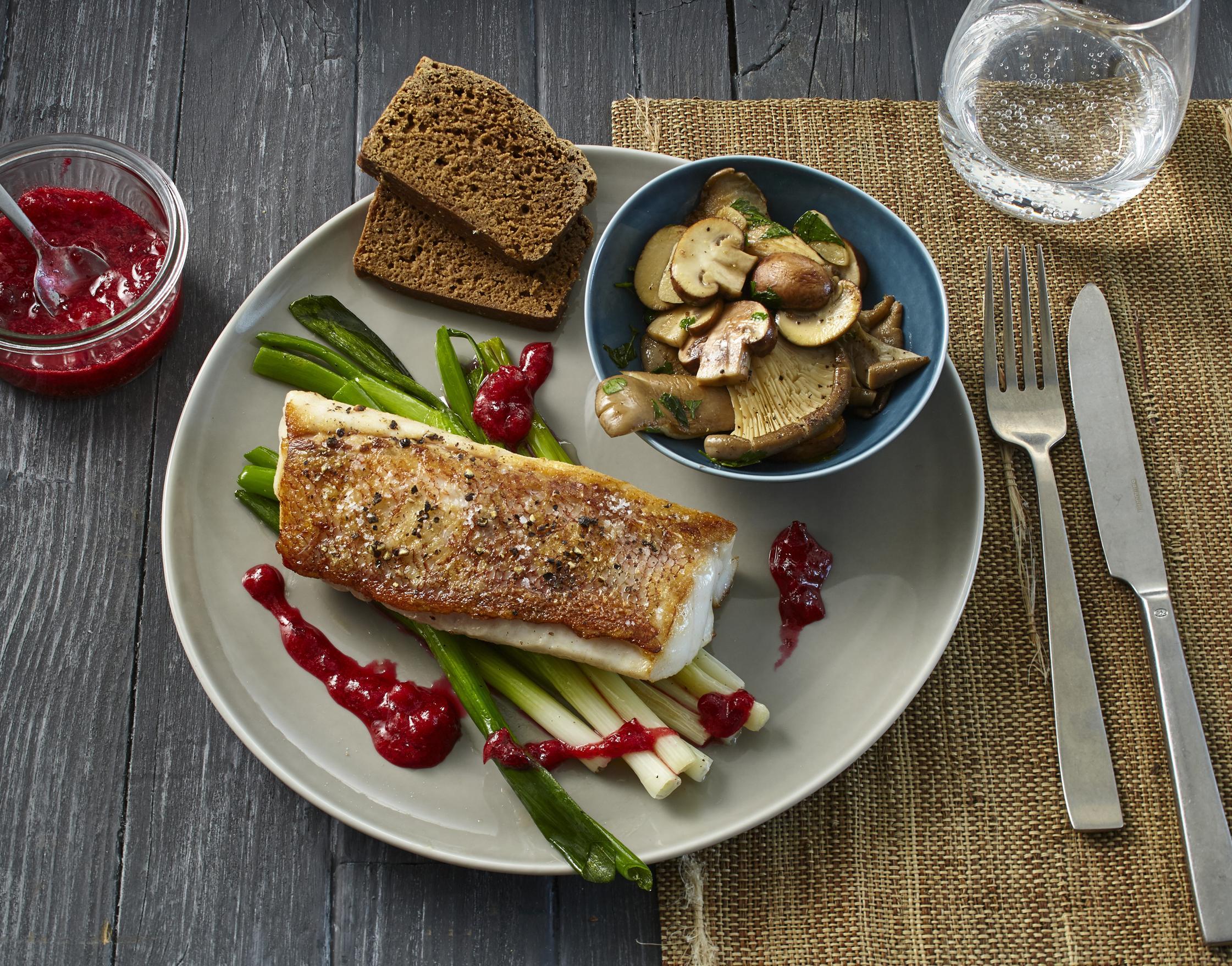Rezept Isländischer Rotbarsch mit Preiselbeermarmelade und Pilzen