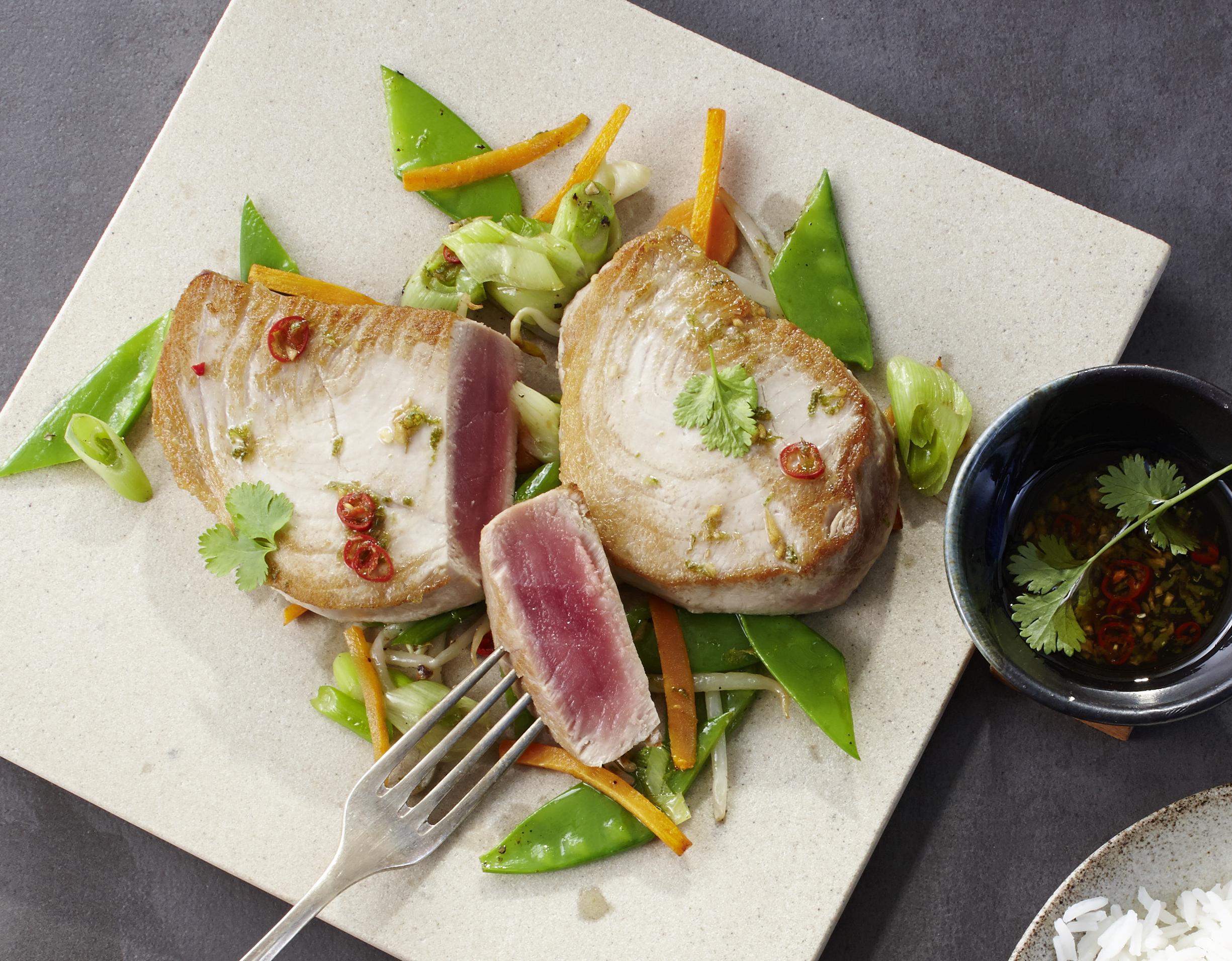Thunfisch mit Asia-Gemüse