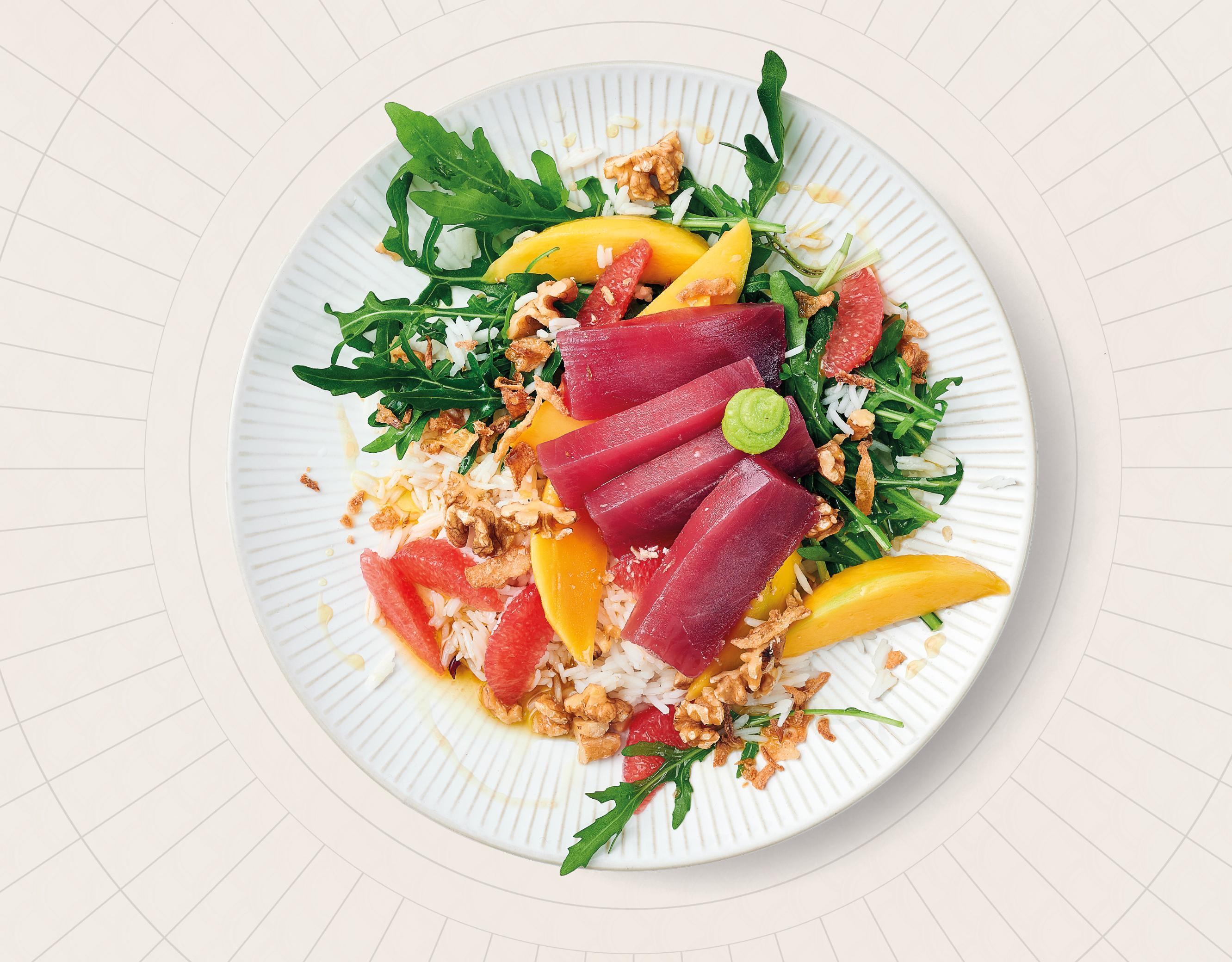 Thunfisch-Sashimi mit Mango-Grapefruit-Salat