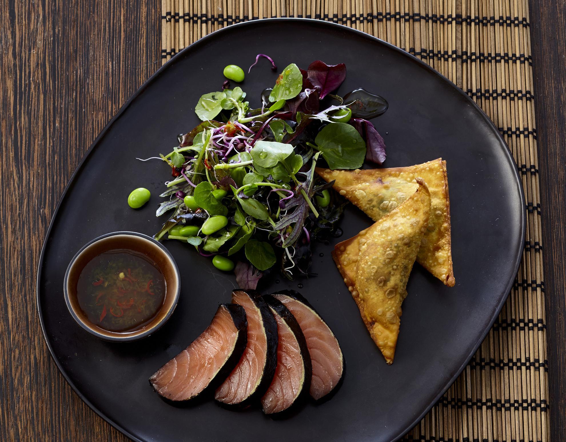 Nori-Lachs mit asiatischem Salat