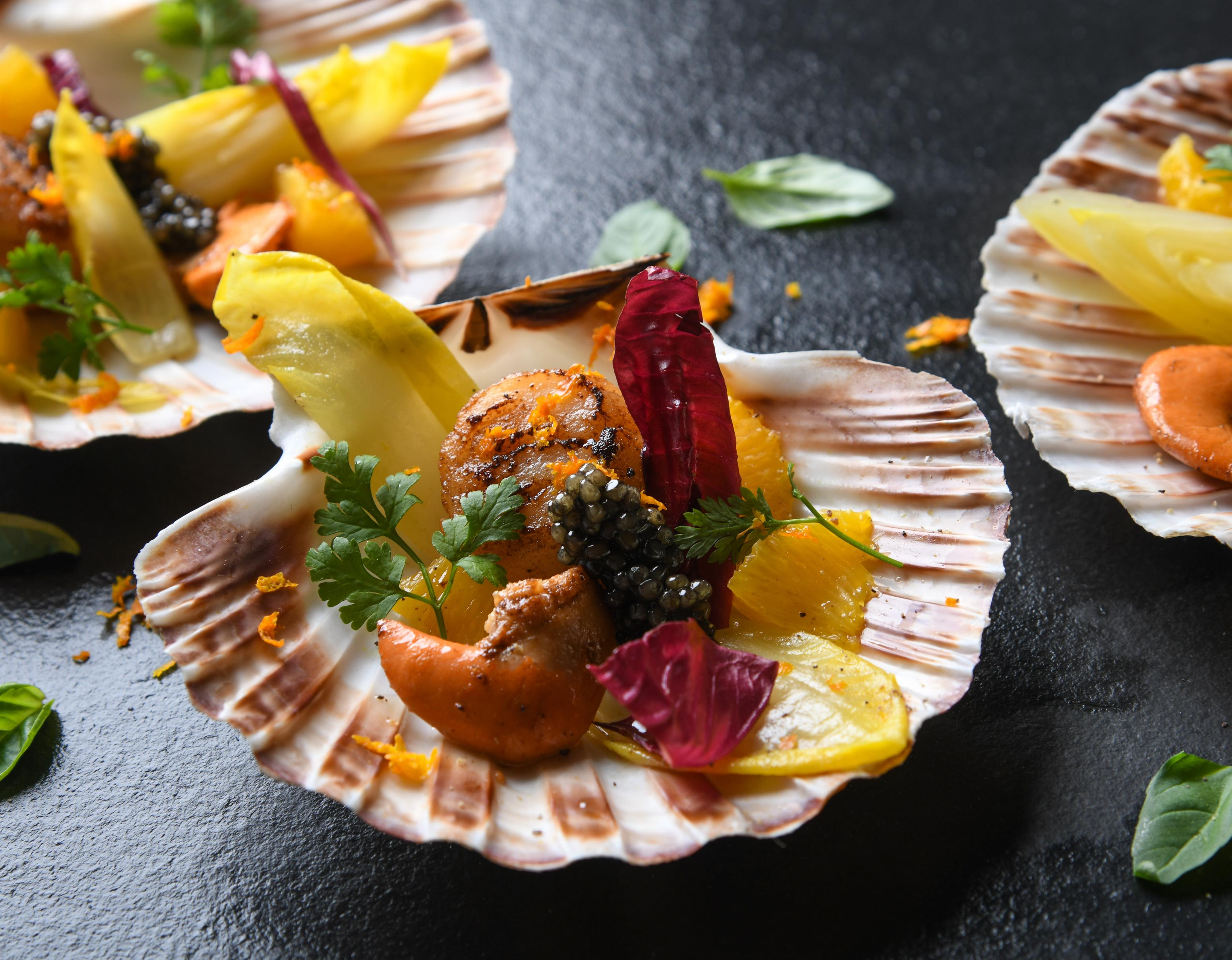 Jakobsmuscheln mit Kaviar