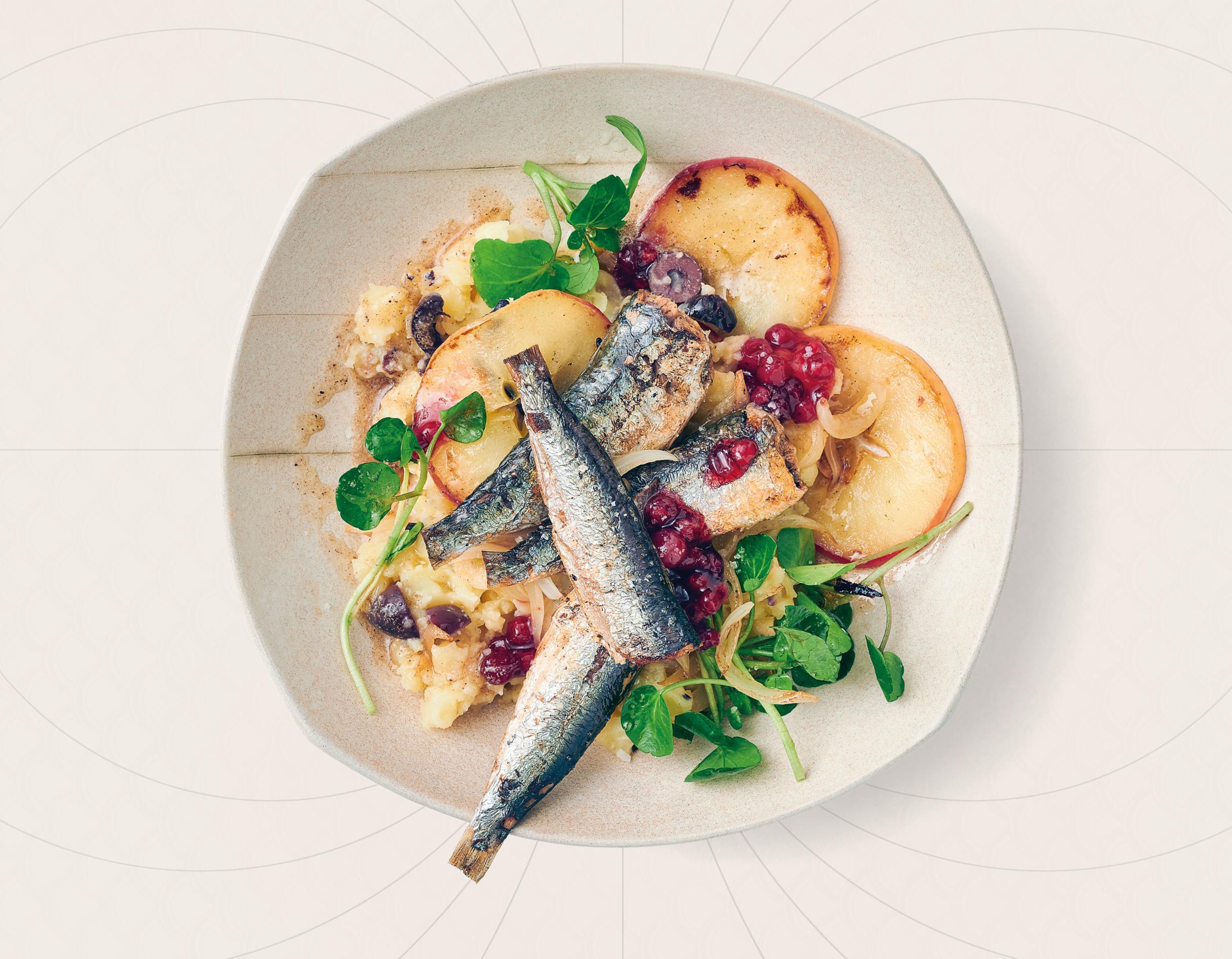 Sardinen auf Kartoffel-Olivenstampf