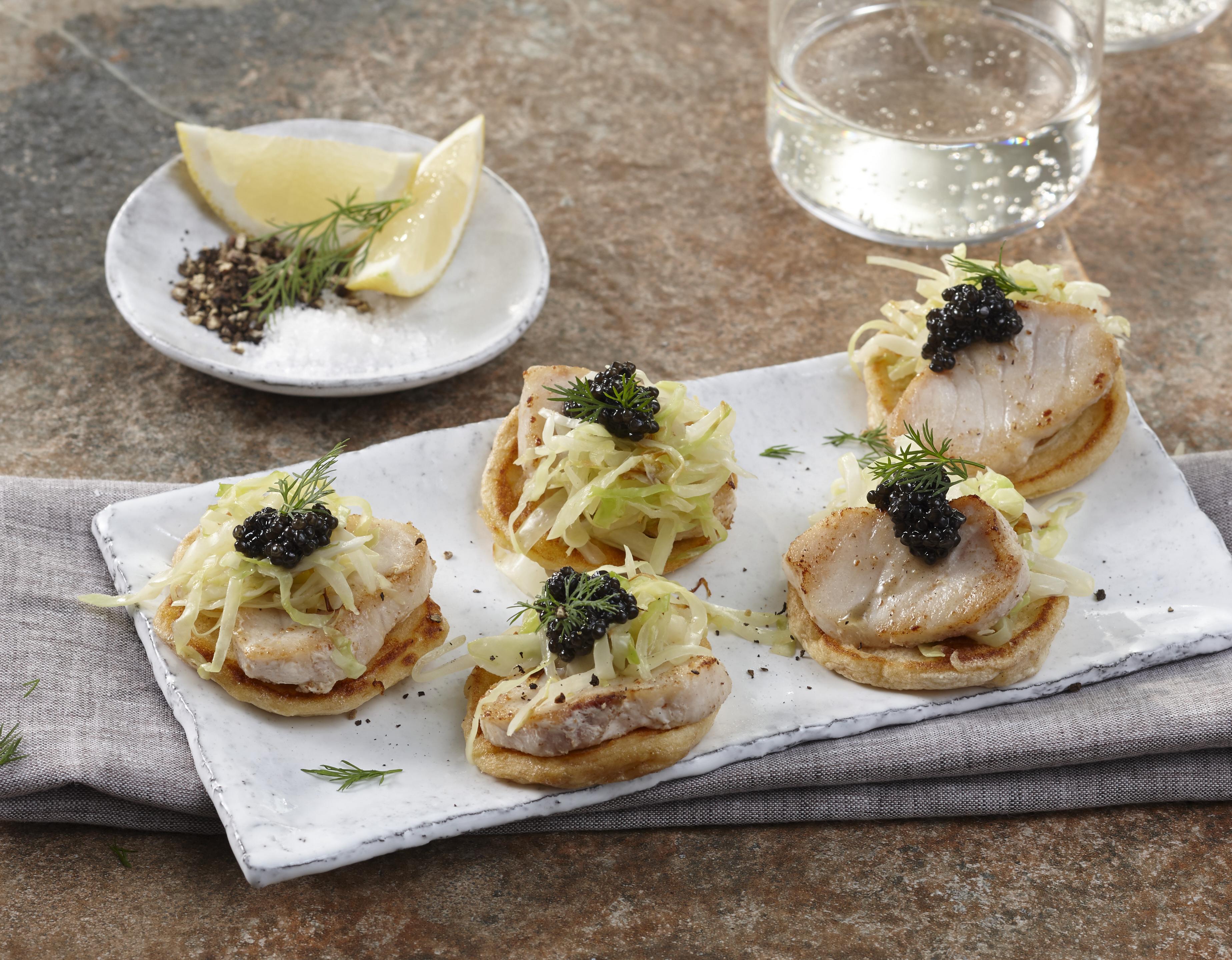 Störkaviar-Blini-Türmchen