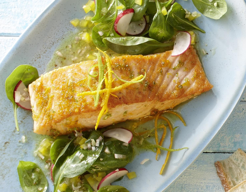 Rezept: Zitruslachs auf Spinatsalat mit Ingwer