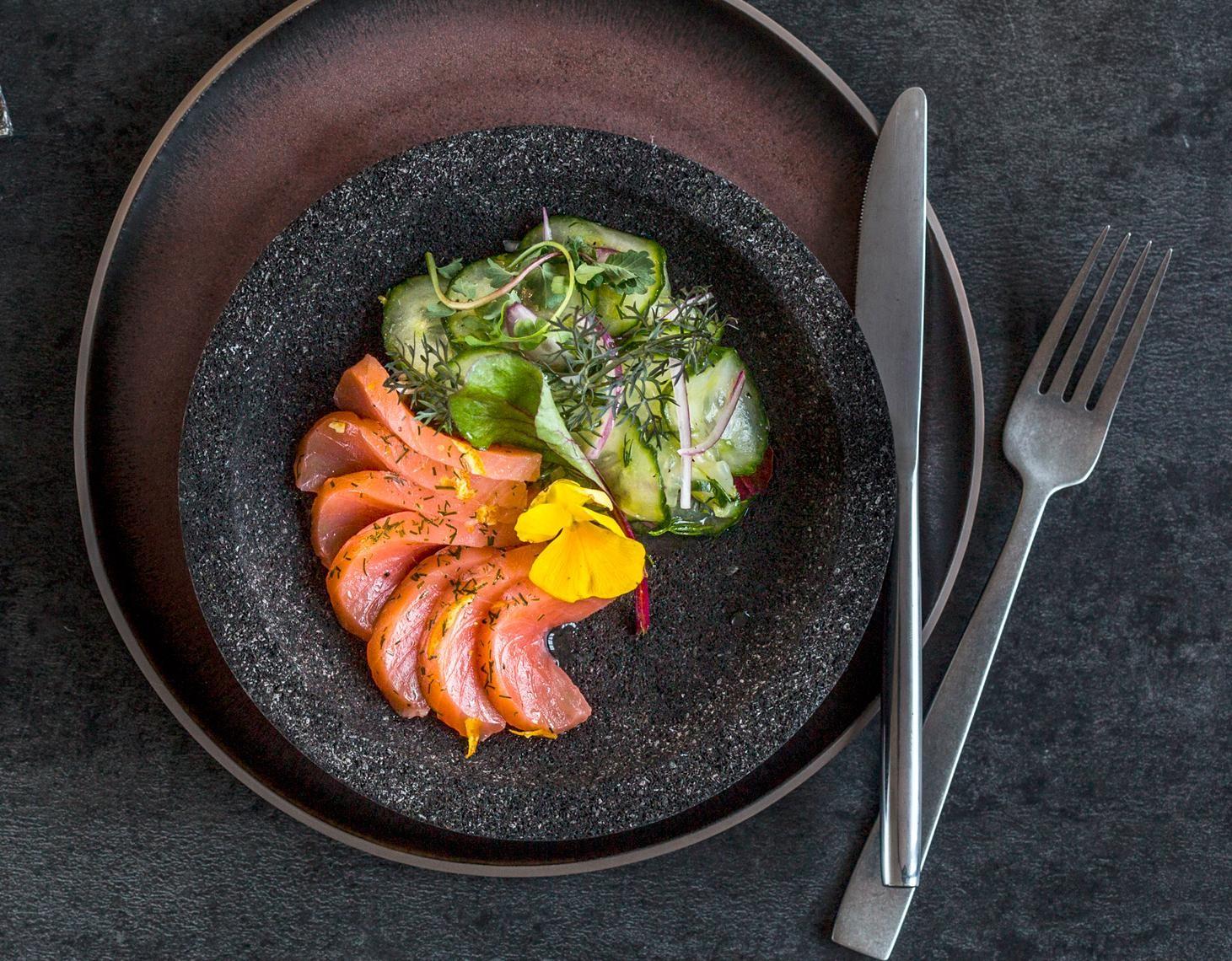Lachs Orange mit Gin-Gurkensalat