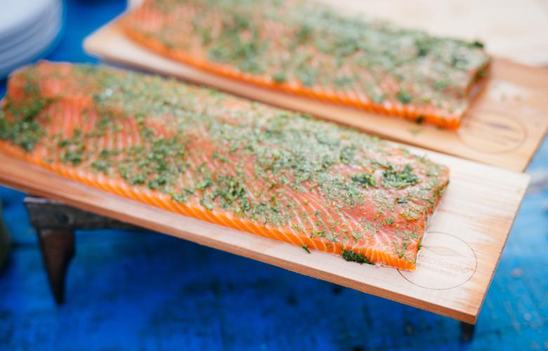 Grillfisch-von-der-Planke-Tipps-von-Profis-Plank-Grilling-780x500