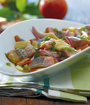 Matjes-Typen-Matjessalat-mit-Apfelvinaigrette-hoch