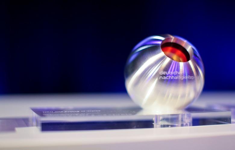 Nachhaltigkeitspreis-Pokal-Ueber-uns-Auszeichnungen-780x500