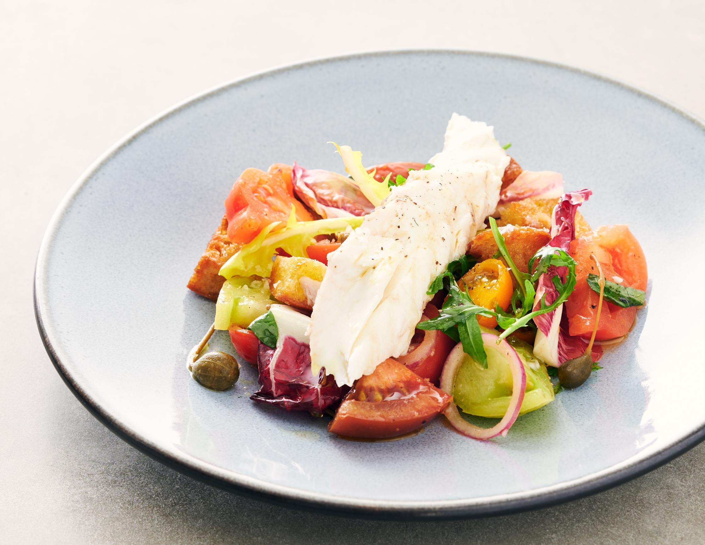 Wolfsbarsch mit Tomaten-Brotsalat