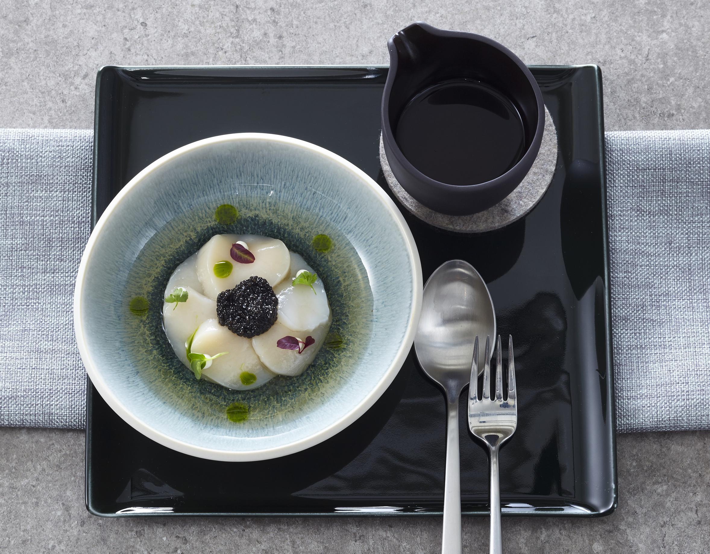 Jakobsmuschel-Carpaccio mit Kaviar