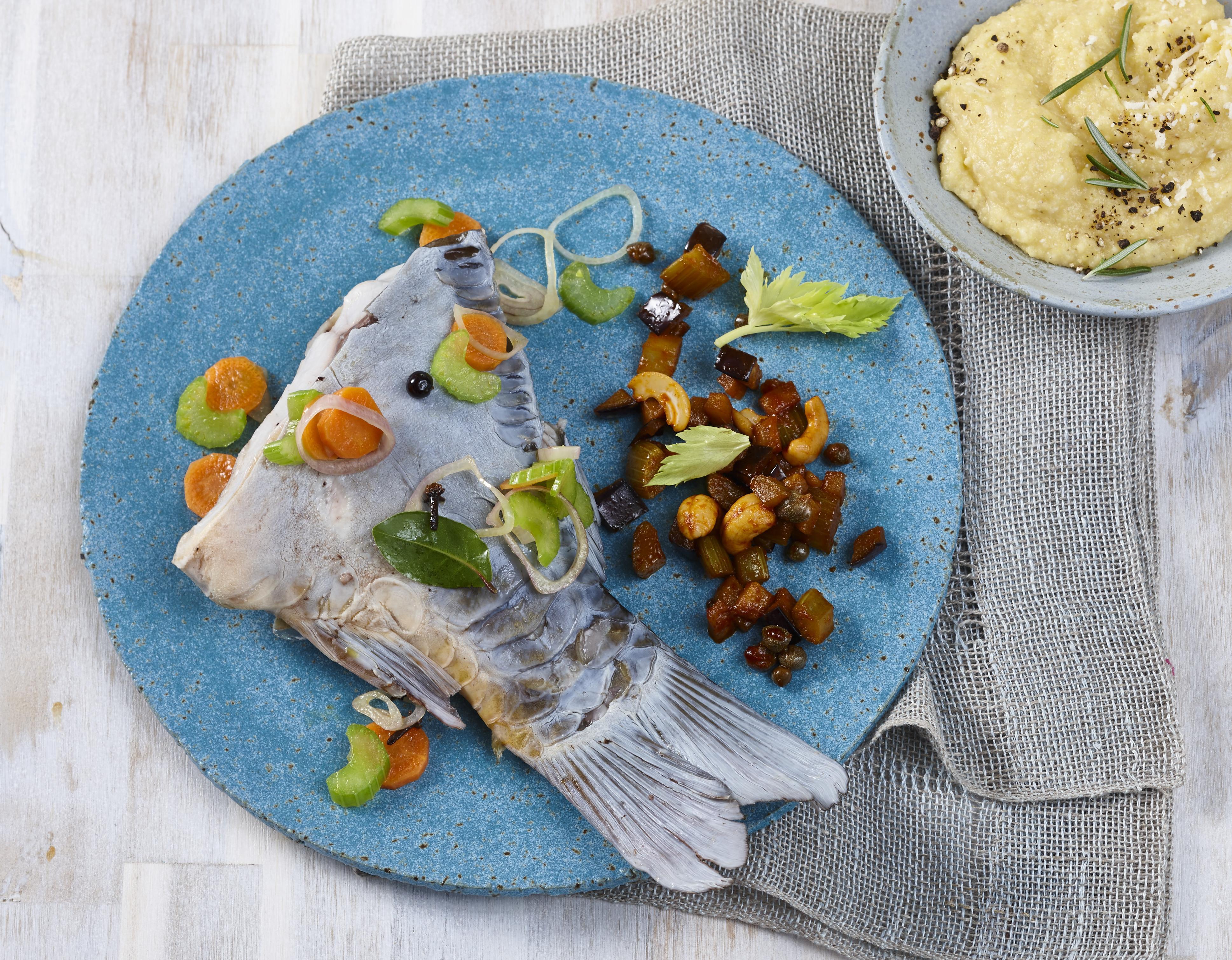 Karpfen blau mit Caponata & Polenta